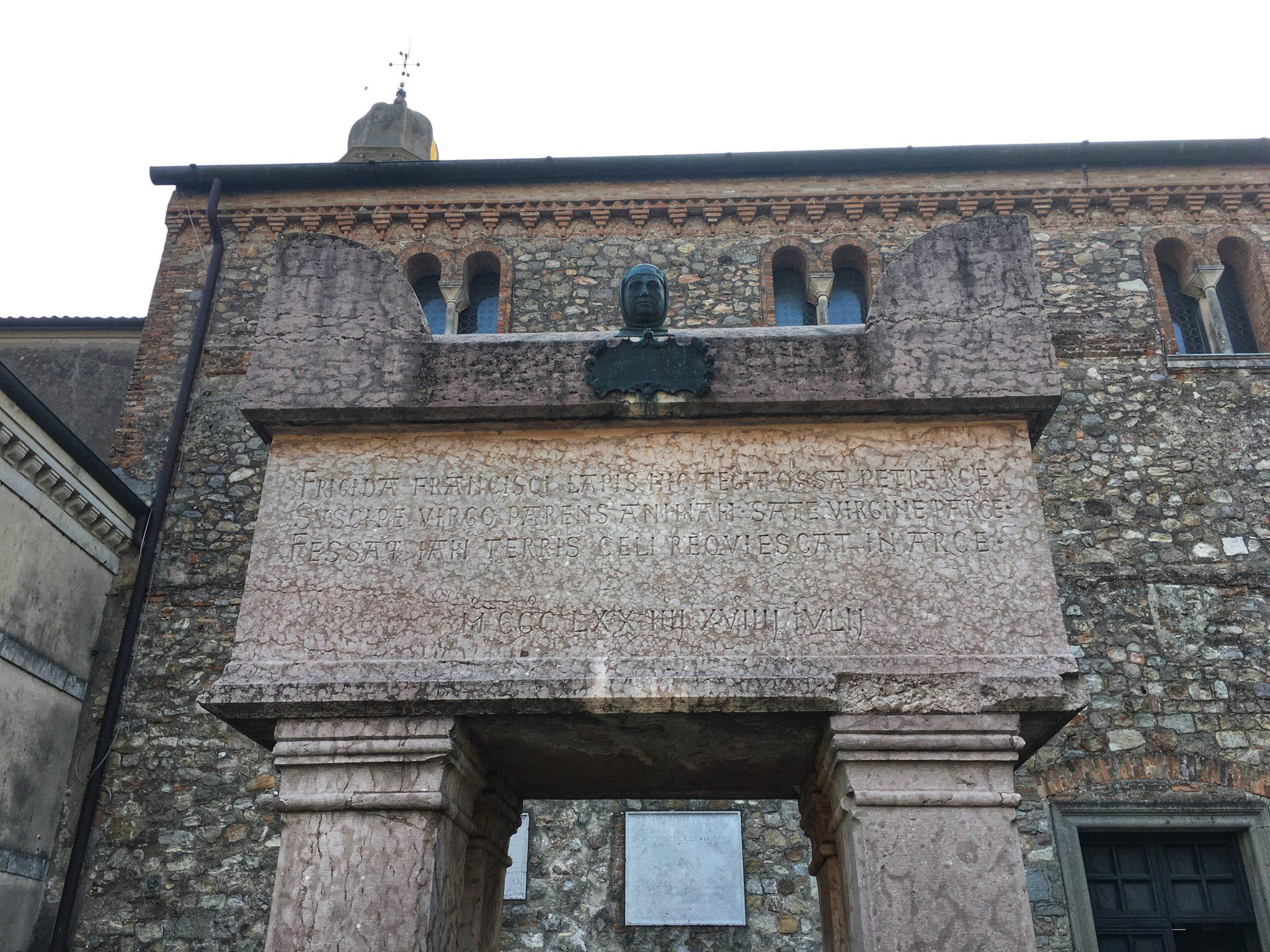 tomba di Petrarca