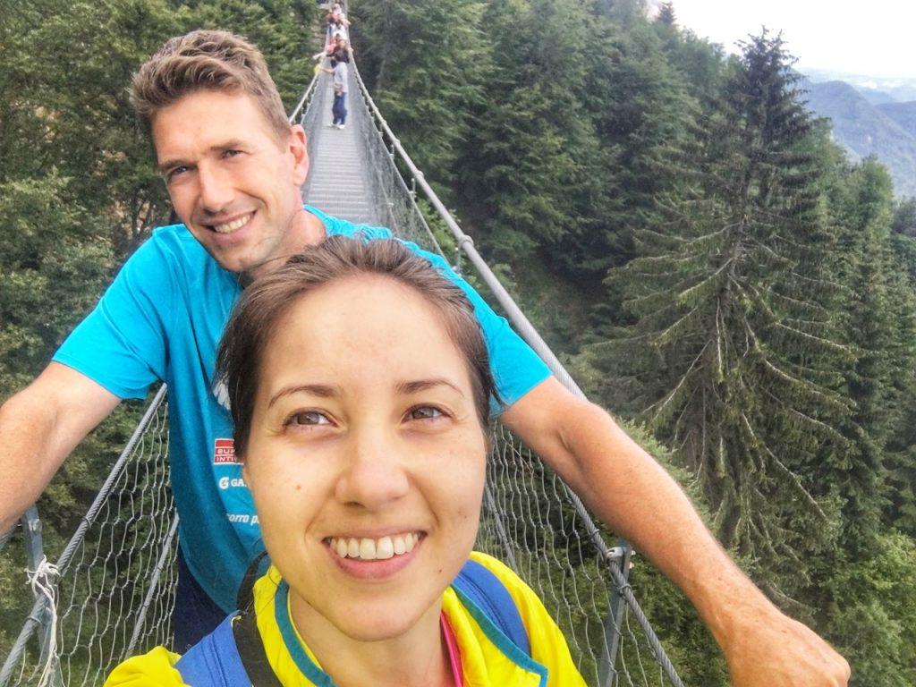 Anna e Stefano sul ponte tibetano