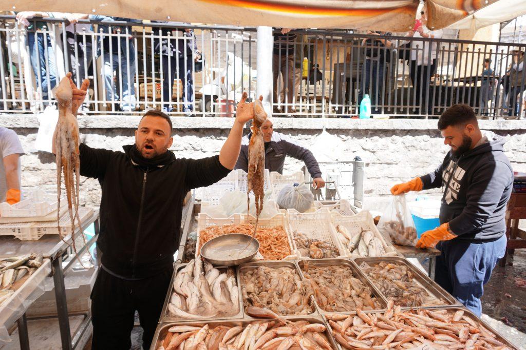 facce caratteristiche al mercato del pesce