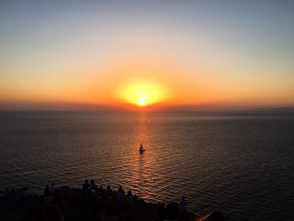 Il tramonto visto dal faro di Akrotiri