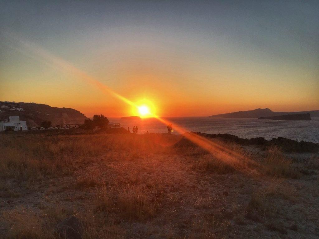 luoghi tranquilli per vedere il tramonto a santorini